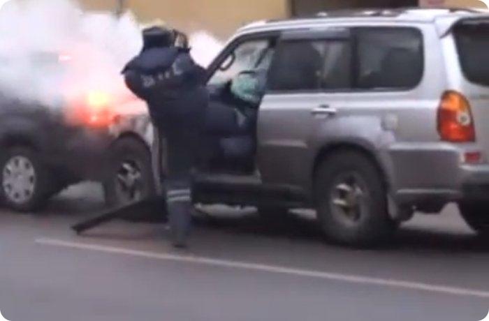 Джип протаранил 16 авто на Садовом кольце (10 фото)