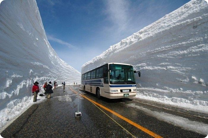 Как чистят дороги в Японии (3 фото)