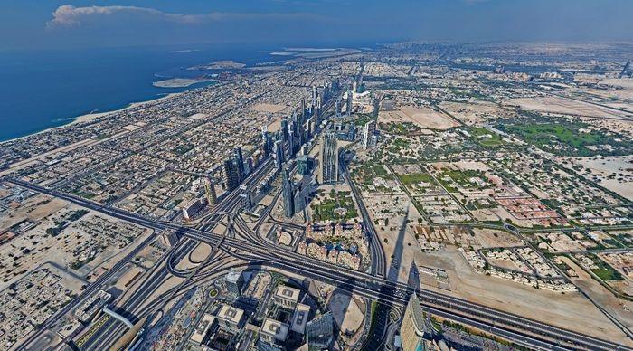 Панорама с самого высокого здания в мире в Дубае