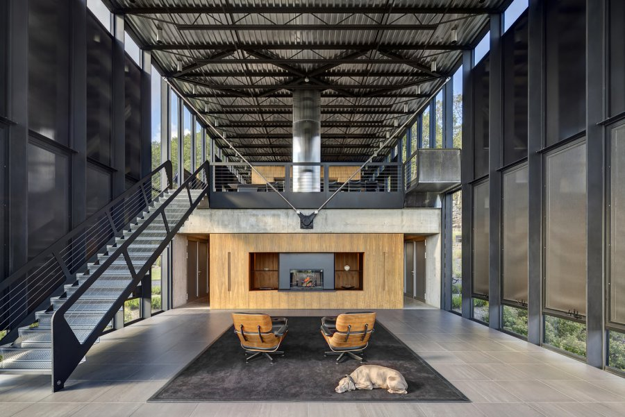 Дом из стекла, стали и бетона