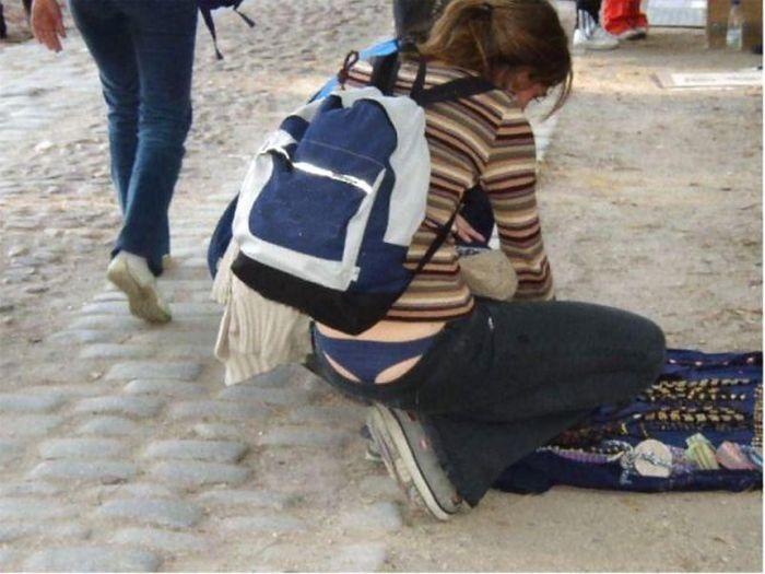 попа вылазиет из штанов фото
