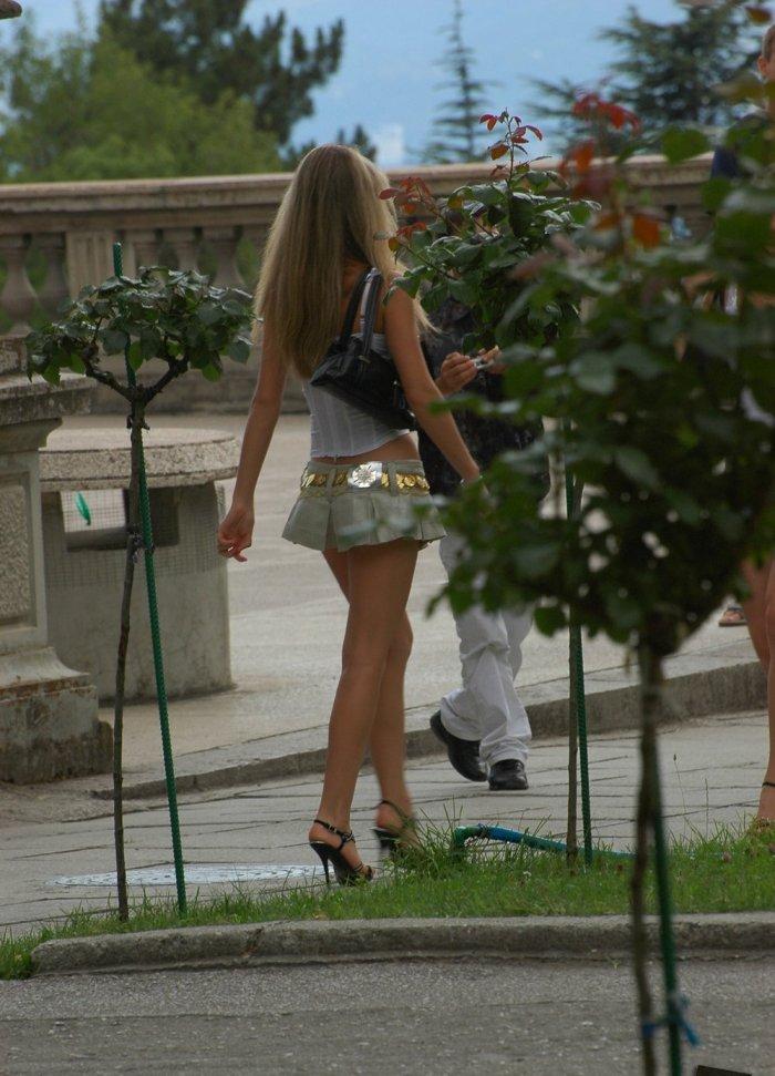 Мини юбки на улице видео сайт